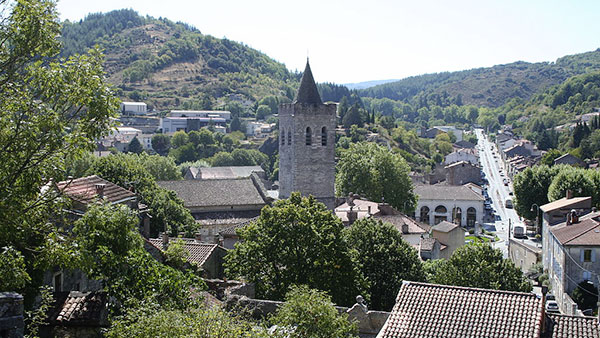 1024px-Saint-Pons-de-Thomières_vue_generale0